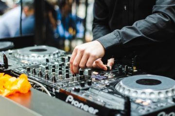 Best DJ Controllers For Beginners